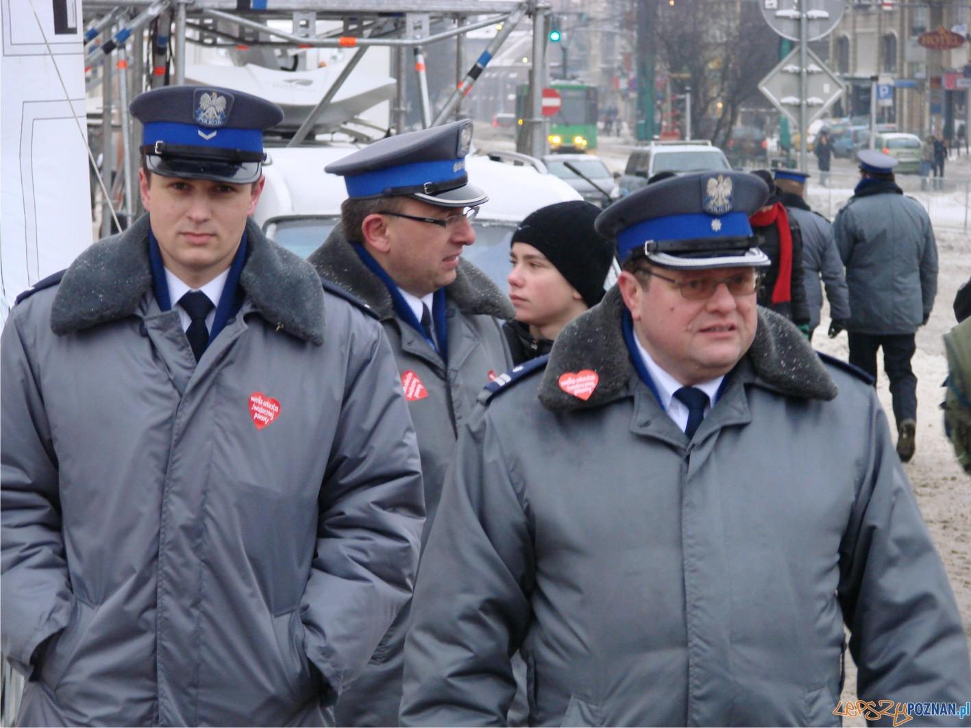 policja - nie tylko dbała o bezpieczeństwo :)  Foto: