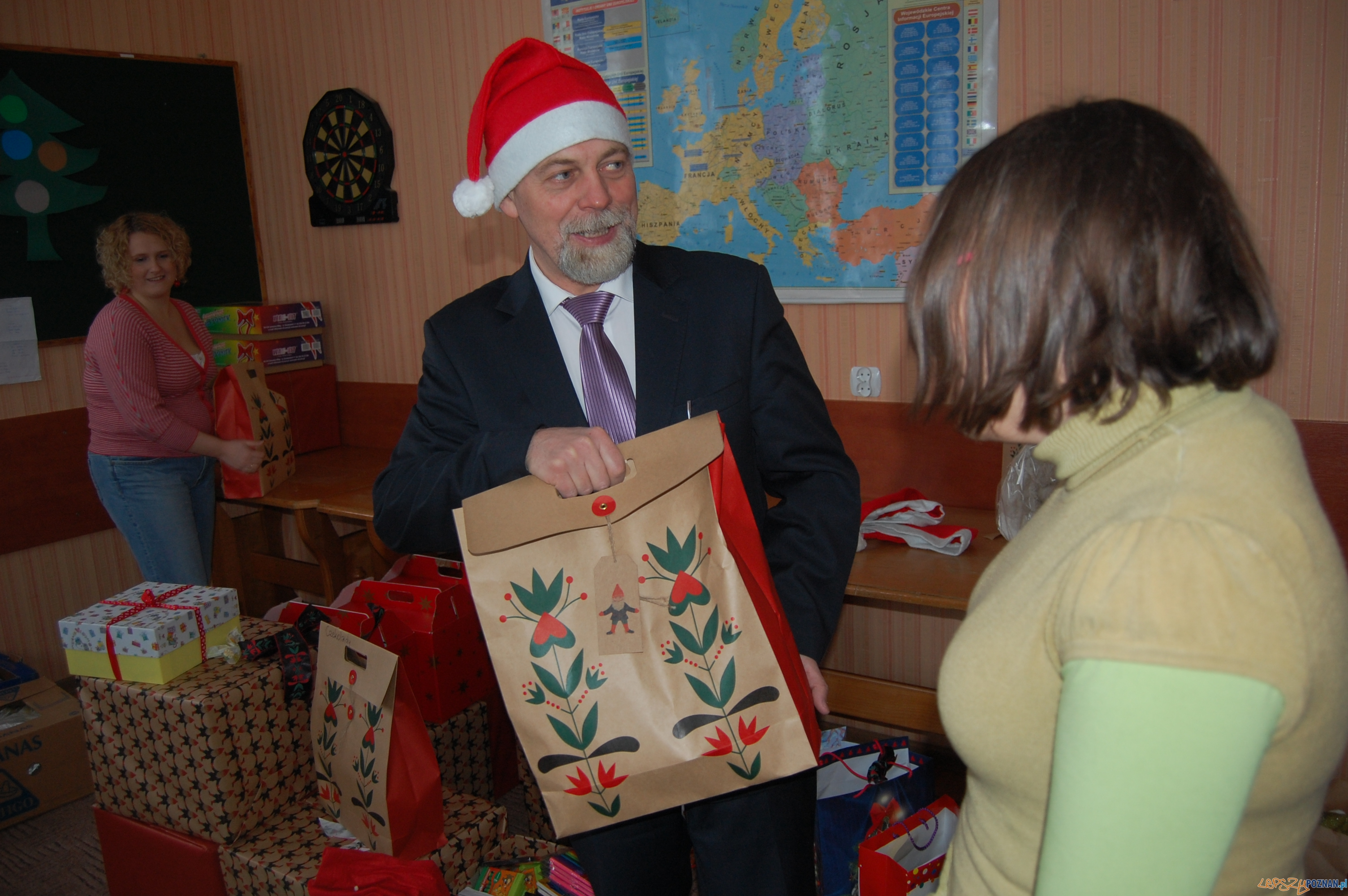 """Akcja """"Zostań Świętym Mikołajem""""  Foto: Urząd Wojewódzki"""