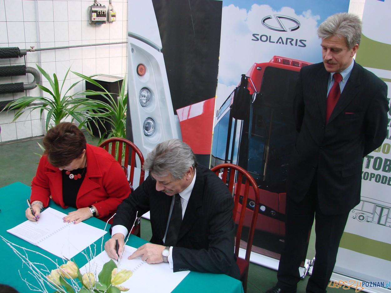 Podpisanie mowy na dostawę nowych autobusów  Foto: lepszyPOZNAN.pl / ag