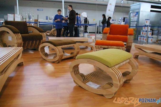 fabryka mebli na żywo  Foto: drewno.pl