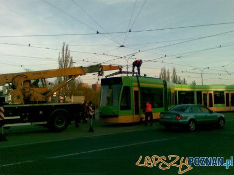 Tramwaj wypadł z szyn na Rosevelta  Foto: lepszyPOZNAN.pl/gsm