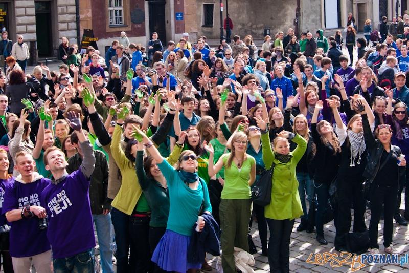 Studenci na Starym Rynku - 1.04.2011 r.  Foto: LepszyPOZNAN.pl / Paweł Rychter