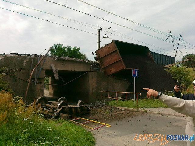 Wykolejony pociąg we Wronkach  Foto: