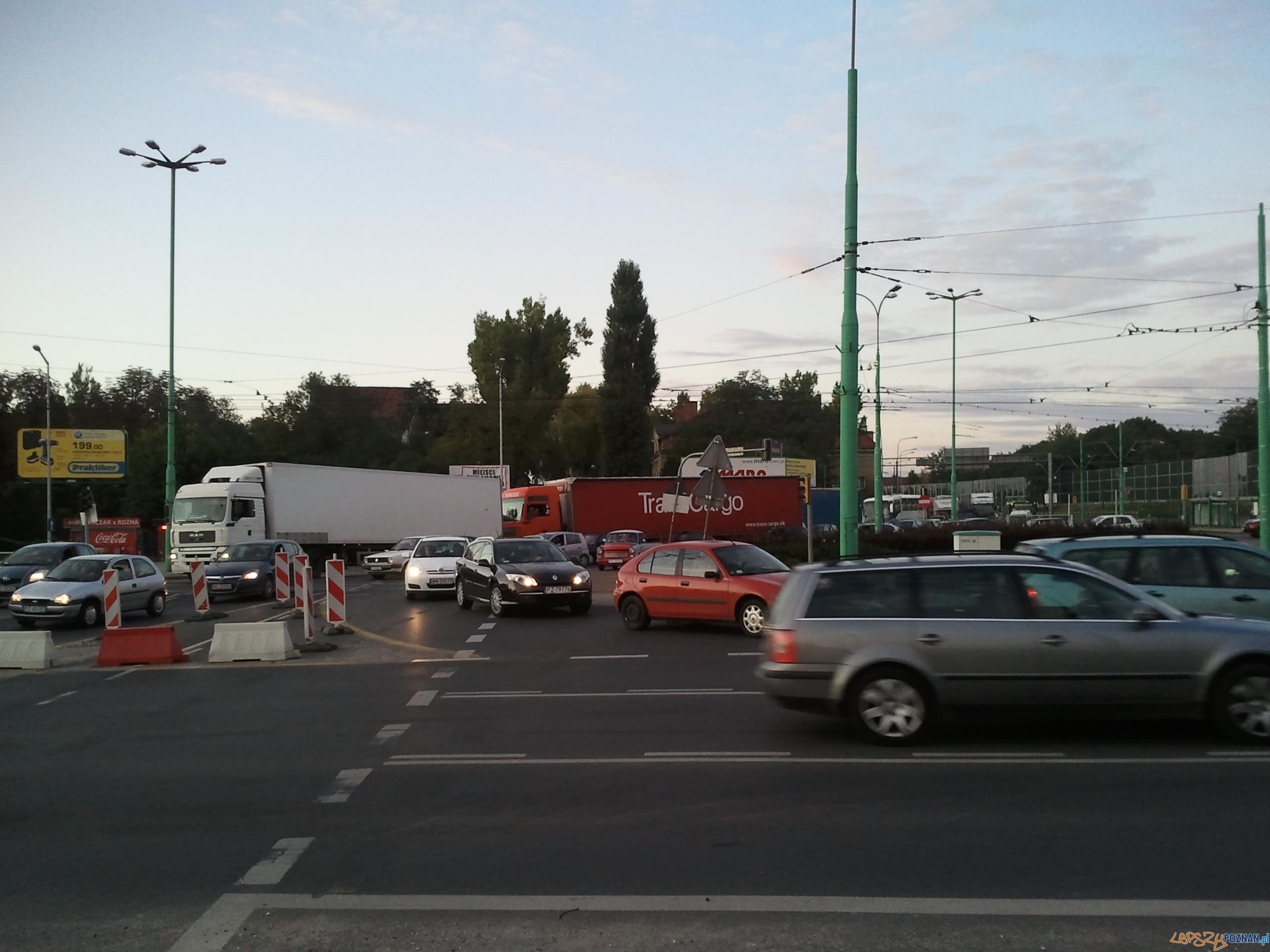 Korek gigant - rondo Śródka  Foto: LepszyPOZNAN.pl/gsm