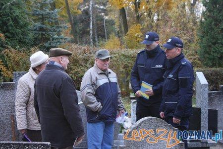 Policja dyżuruje na cmentarzach  Foto: KWP
