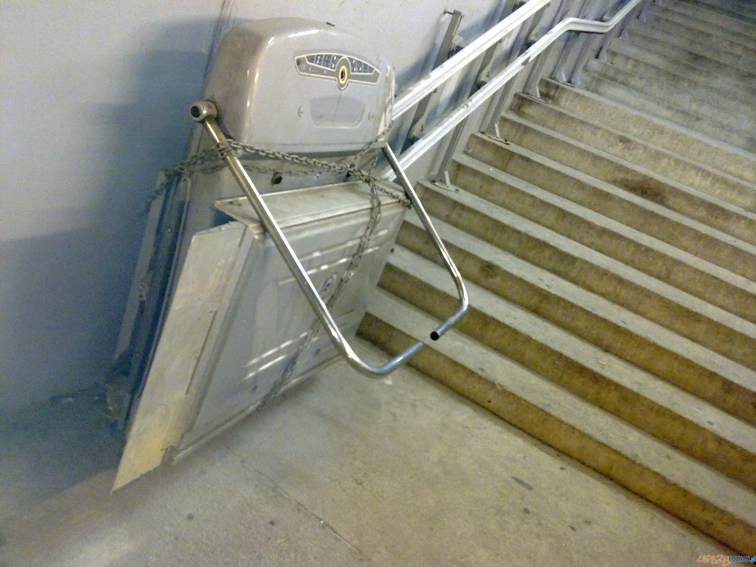 zdewastowana winda na Górczynie  Foto: