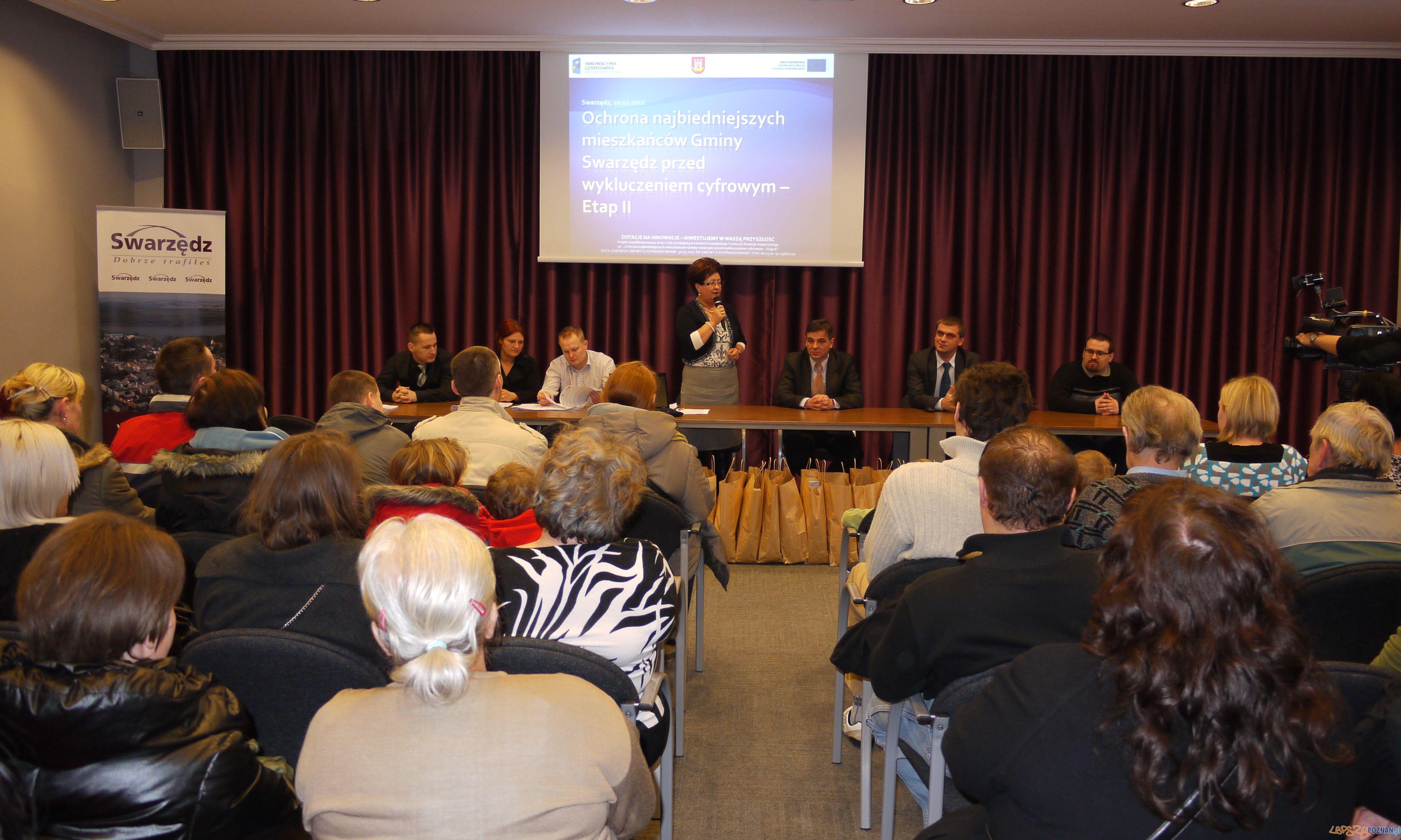 Przekazanie sprzętu komputerowego w Swarzędzu  Foto: T.Radziszewska, UMiG Swarzędz