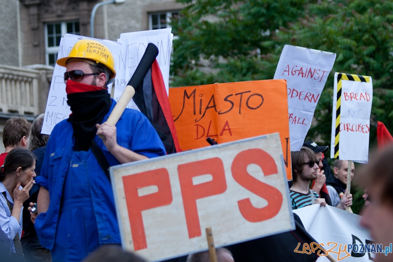 Demonstracja Chleba zamiast Igrzysk - Poznań 10.06.2012 r.  Foto: Ewelina Gutowska
