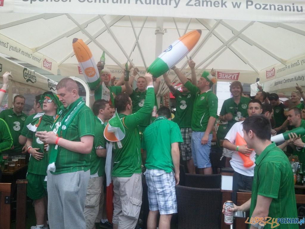 Pierwszy mecz w Poznaniu - Stary Rynek - tak się bawią Irlandczycy  Foto: lepszyPOZNAN.pl / gsm