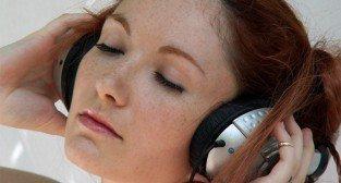 dziewczyna słuchawki  Foto: sxc