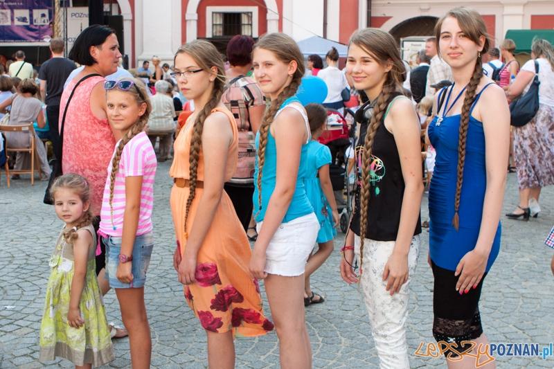 Festyn Warkocz Magdaleny - konkurs na najdłuższy warkocz - dziedziniec Urzędu Miasta 21.07.2013 r.  Foto: lepszyPOZNAN.pl / Piotr Rychter