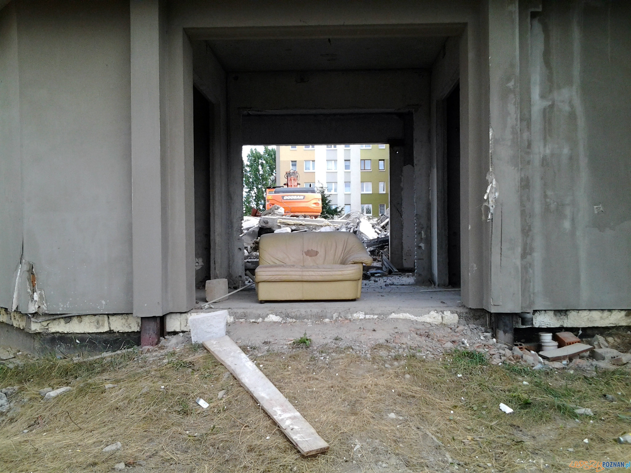 Rozbiórka domu kultury na os. B. Śmiałego  Foto: lepszyPOZNAN.pl / tab
