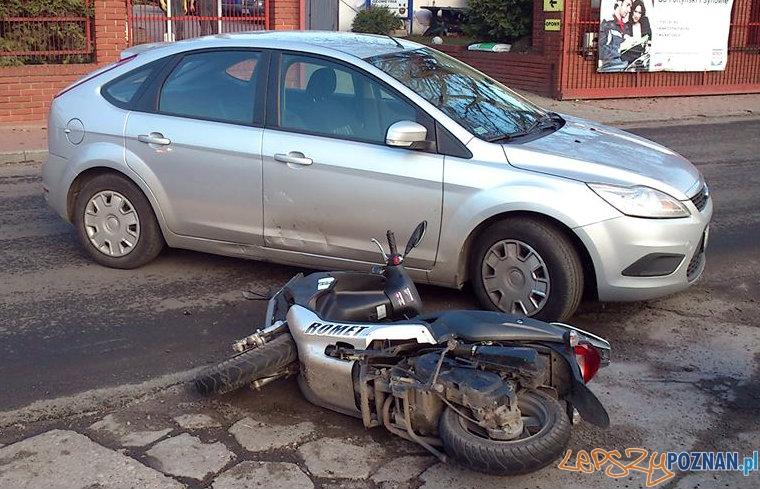Zderzenie skutera z samochodem  Foto: facebook.com/poznan.antoninek  /  Michał