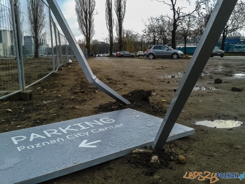 Gdzie parkuje klient PCC? - Poznań 30.11.2013 r.  Foto: LepszyPOZNAN.pl / Paweł Rychter