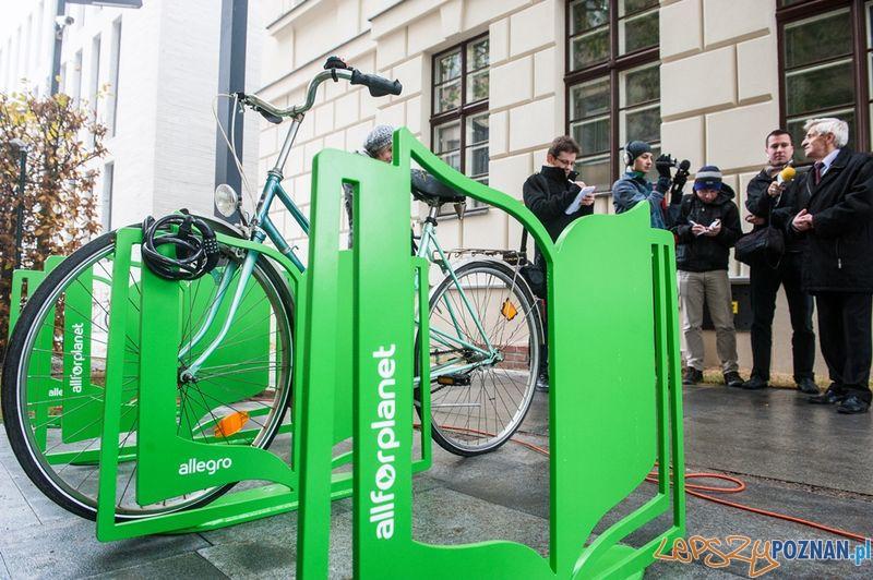 Stojaki rowerowe przy Bibliotece Raczyńskich 4  Foto: All for planet
