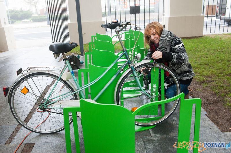 Stojaki rowerowe przy Bibliotece Raczyńskich 5  Foto: All for planet