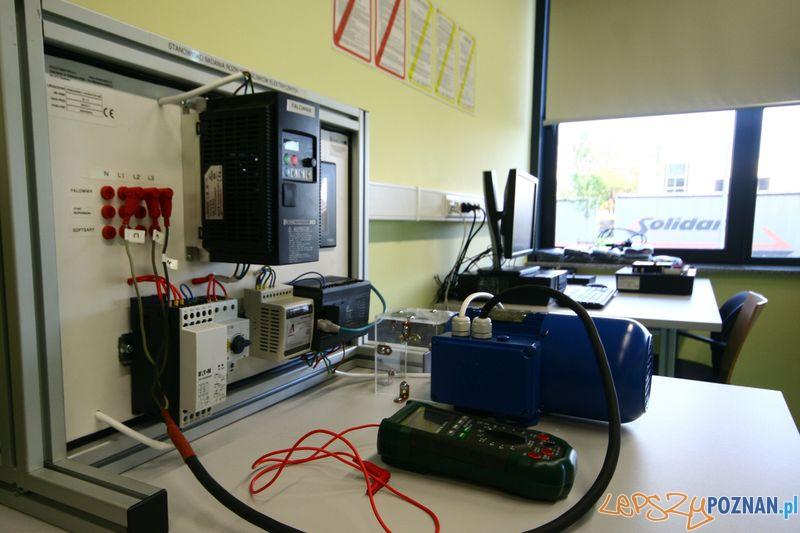 Laboratorium Technik Mechatronik. Silniki elektryczne - rozruch.   Foto: Przemysław Kozakiewicz