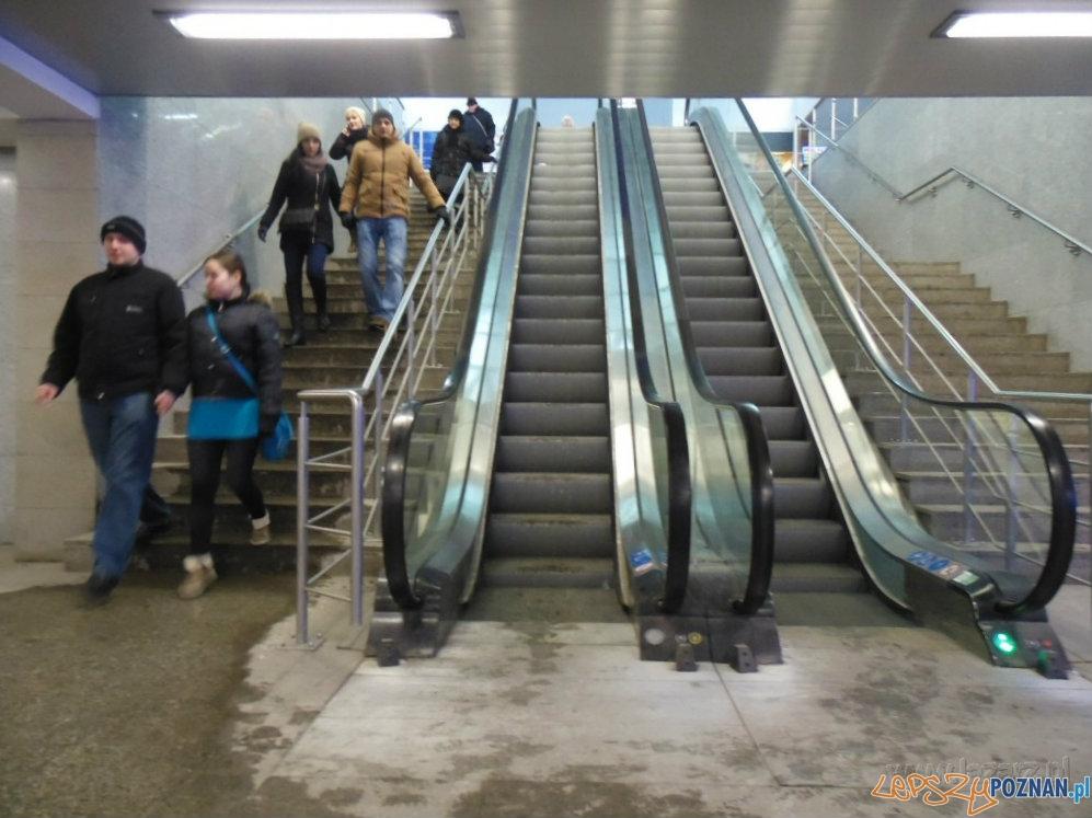 Nieruchome schody ruchome na Dworcu Zachodnim  Foto: lazarz.pl / Janusz Ludwiczak