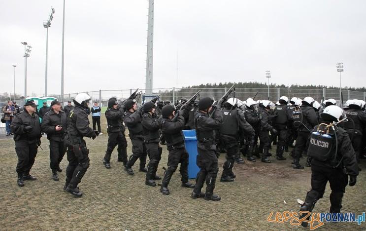 Policyjne manewry na Stadionie 3  Foto: materiały policji