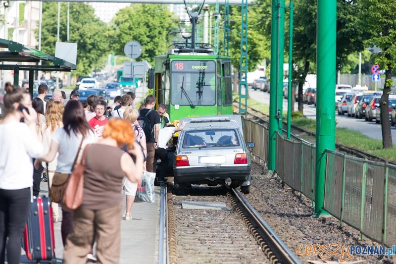 Auto na torowisku  Foto: lepszyPOZNAN.pl / Piotr Rychter