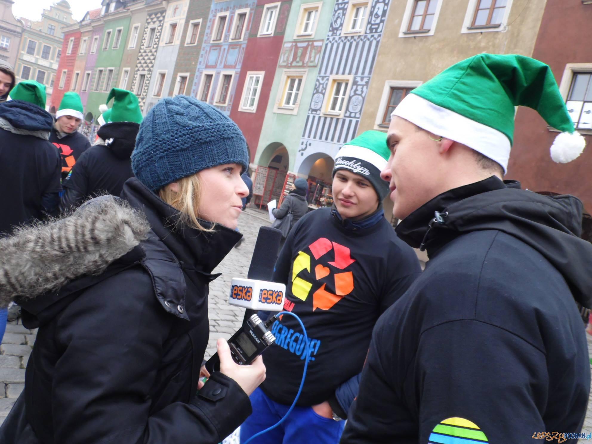 Mikołaje w zielonych czapkach  Foto: GOAP