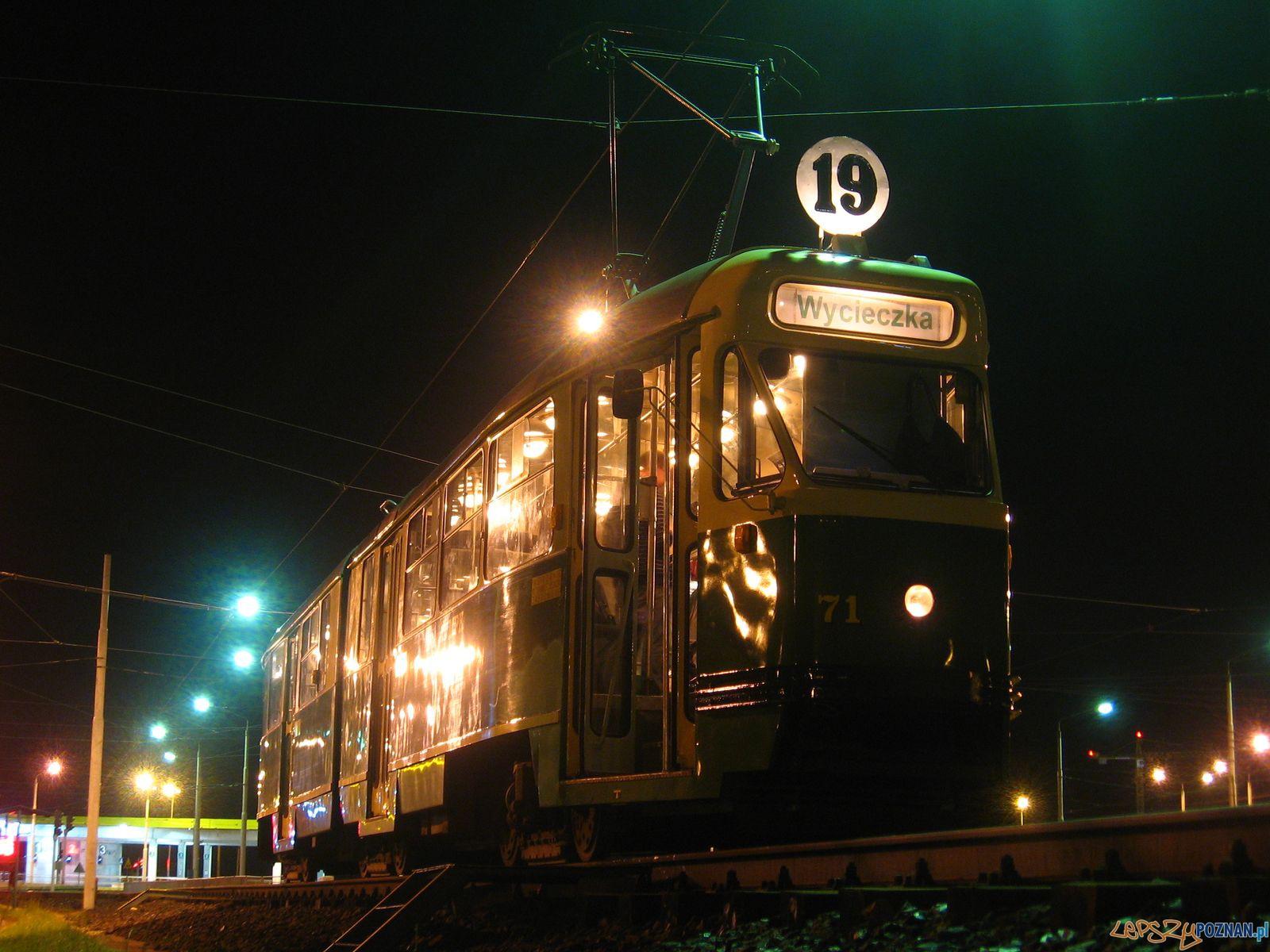 Nocny tramwaj- nocną bimbą po mieście  Foto: Błażej_Brzycki / KMPS