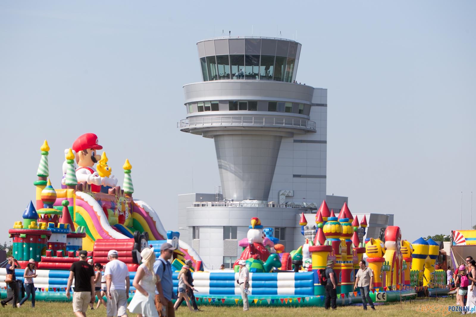 Aerofestival 2015 - wieżą lotniska Ławica  Foto: lepszyPOZNAN.pl /Piotr Rychter