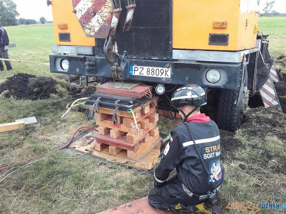 Ratowali ciężarówkę z... torfowiska  Foto: Heavy Rescue SGRT OSP Mosina