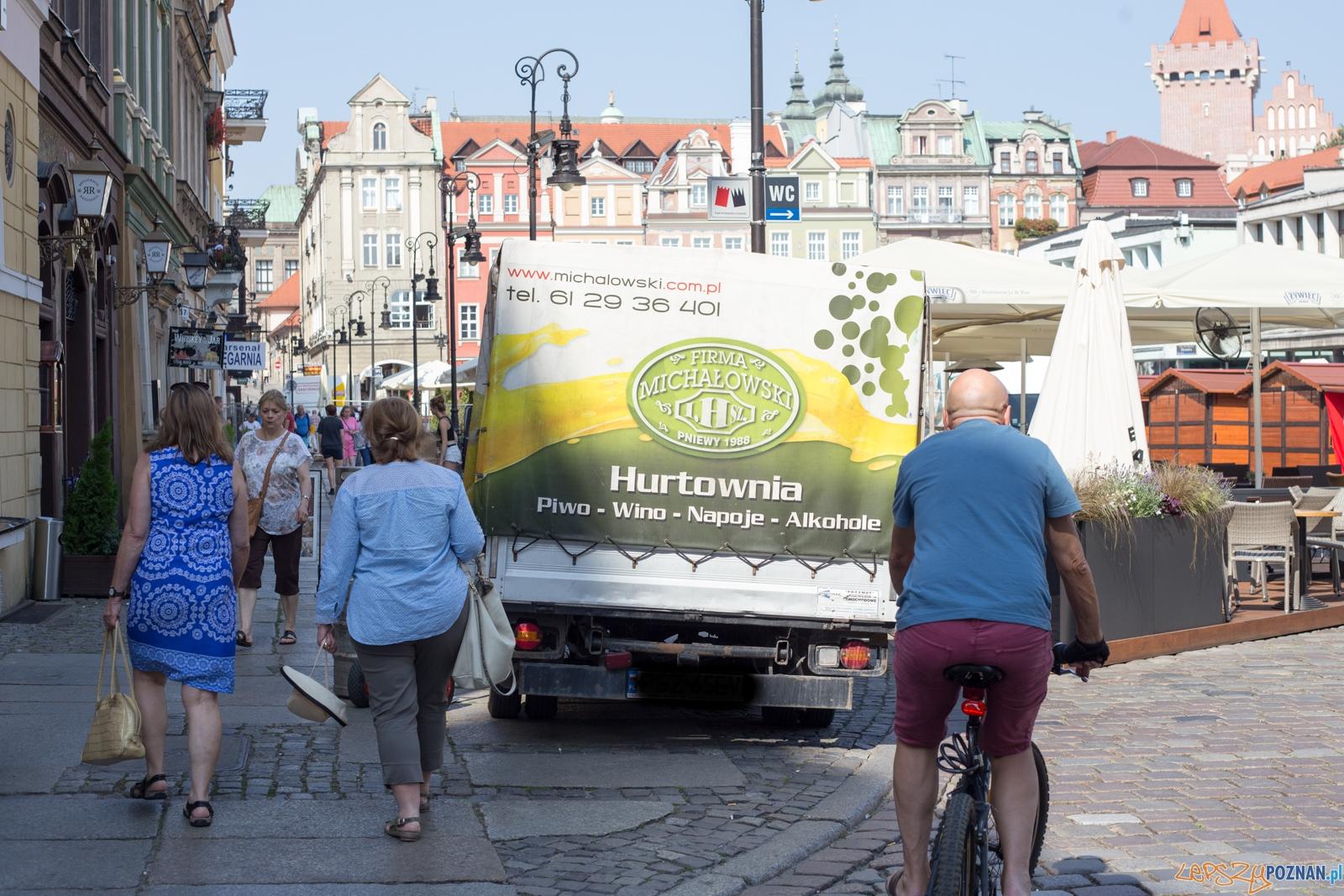 Wykroczenia na Starym Rynku  Foto: lepszyPOZNAN.pl