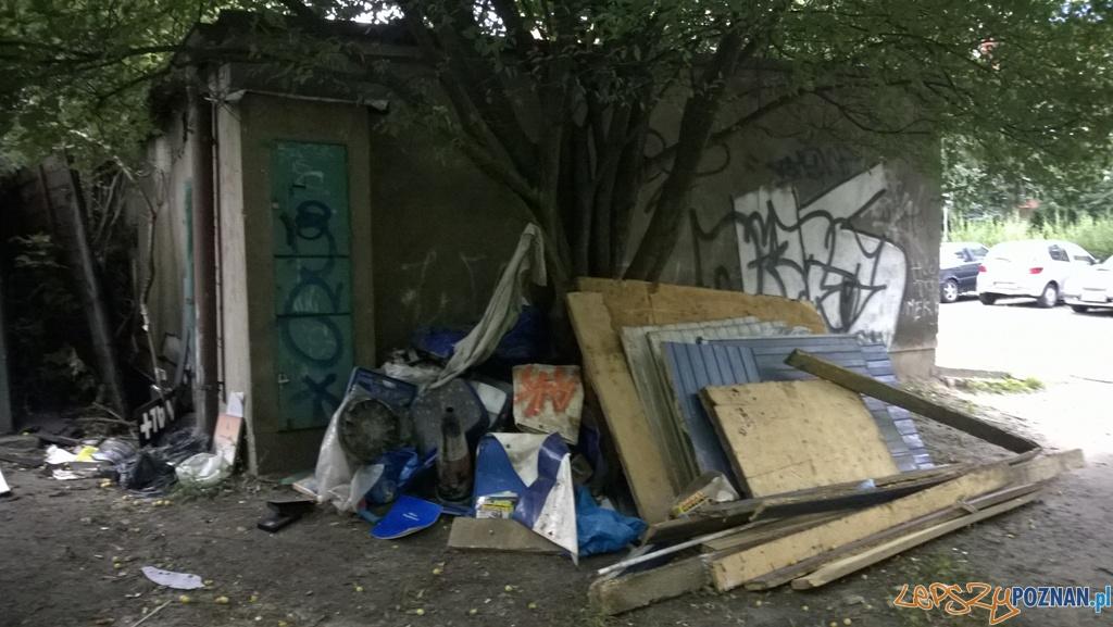 Zrobili sobie ze starego garażu gemelę  Foto: Straż Miejska w Poznaniu