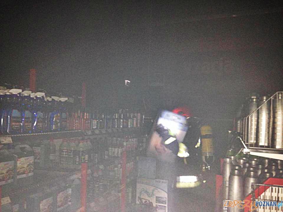 Nocny pożar w markecie  Foto: PSP w Poznaniu