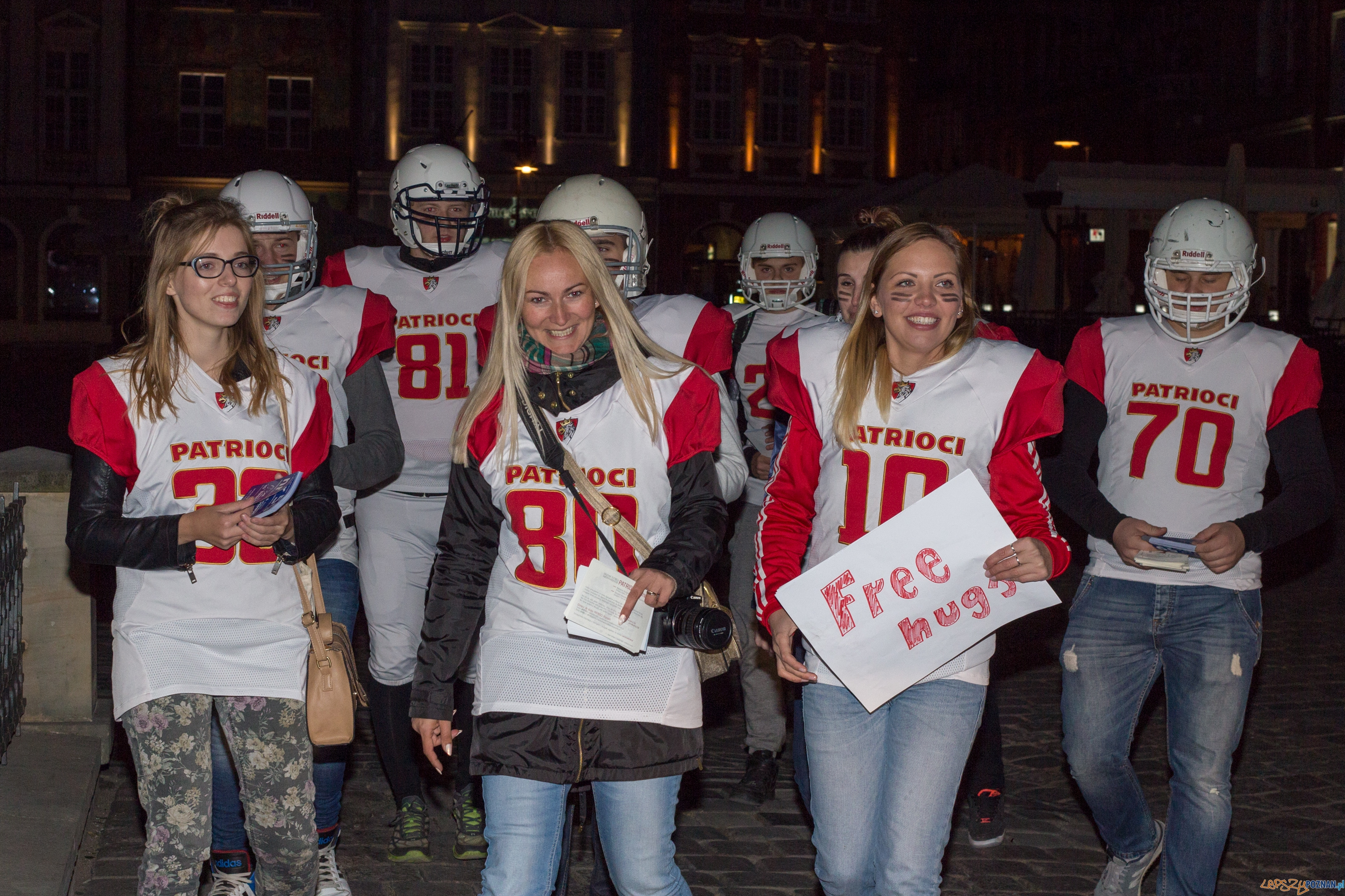 Patrioci Poznań - Free Hugs  Foto: lepszyPOZNAN.pl / Piotr Rychter