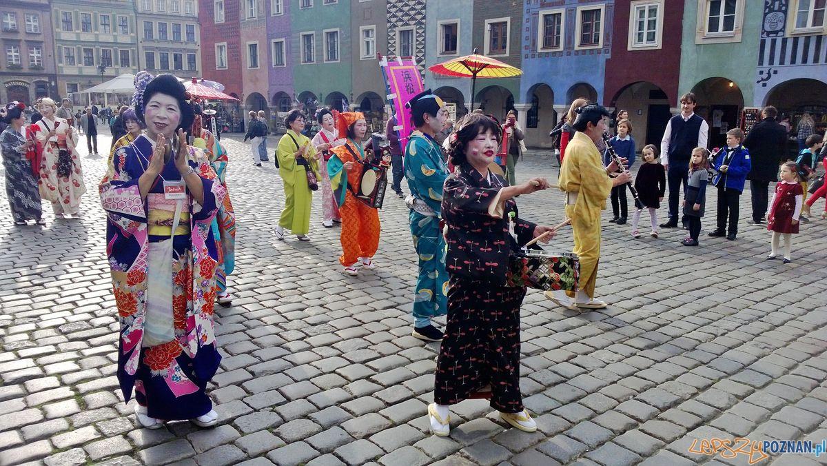 Japońscy aktorzy na Starym Rynku  Foto: Tomasz Dworek
