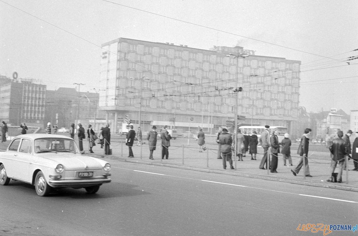 Rondo Kopernika 1975 St. Wiktor Cyryl_  Foto: