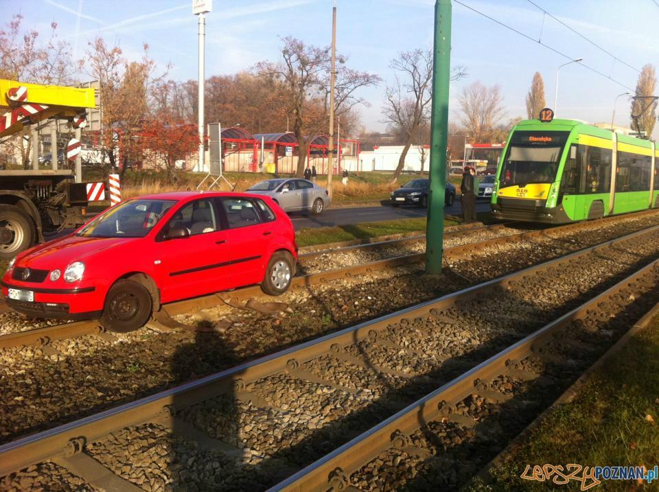 Samochód na torach  Foto: Pomoc Drogowa EuroHol Poznań