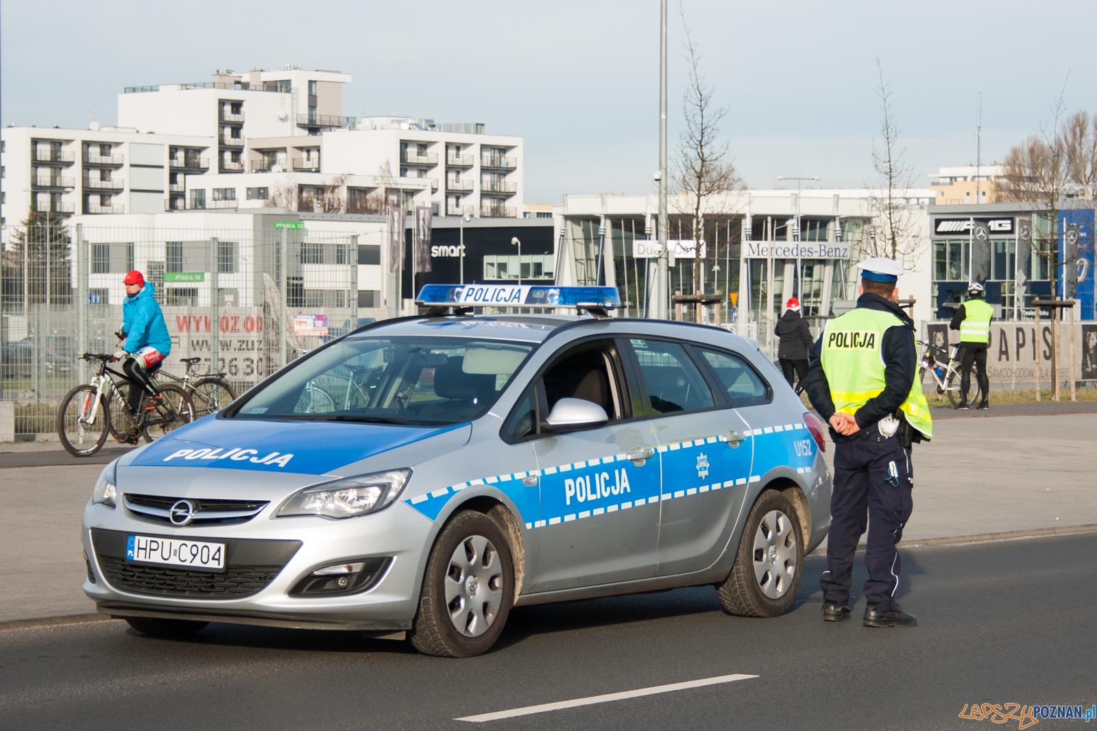 Policja / policjant / radiowóz  Foto: © lepszyPOZNAN.pl / Karolina Kiraga