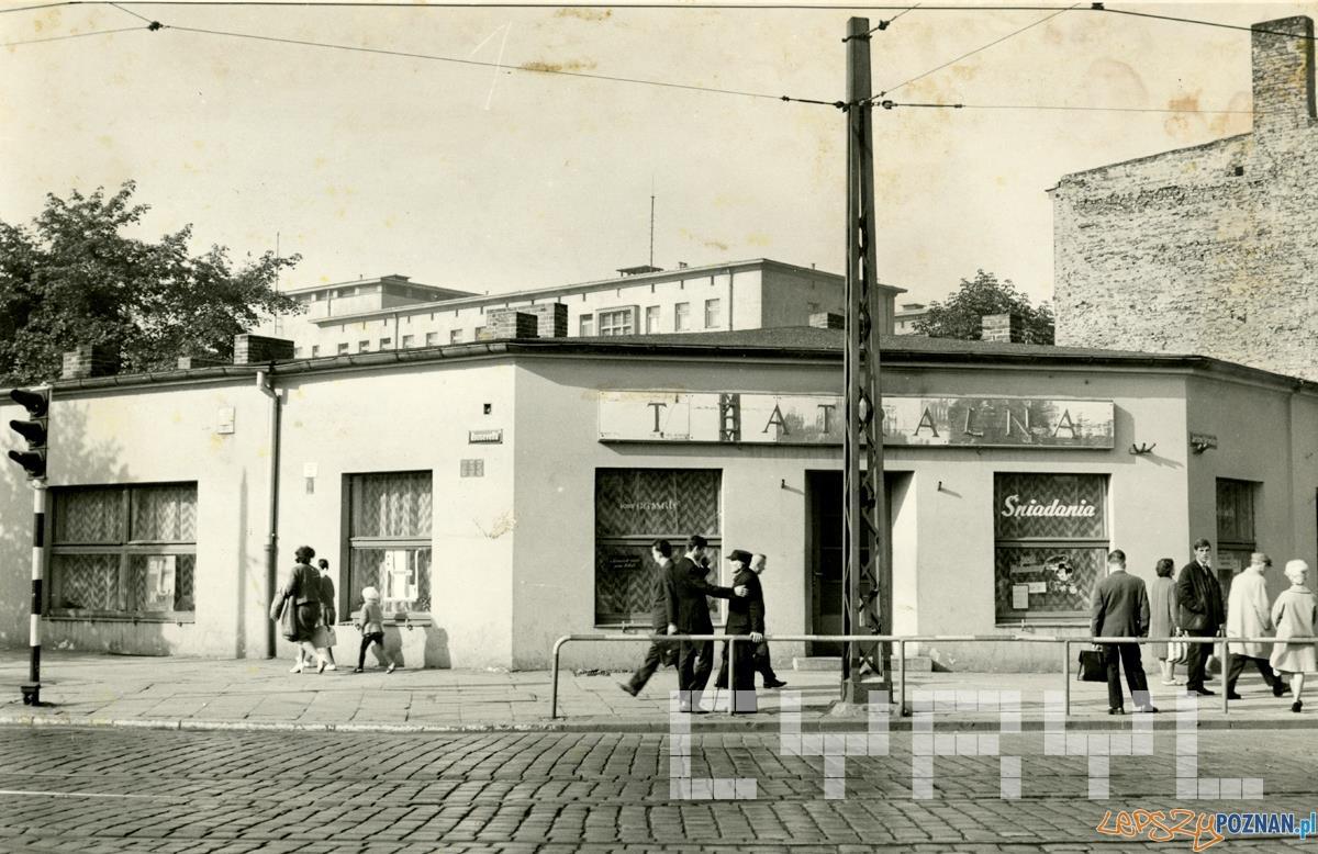 Restauracja Teatralna na skrzyżowaniu Dąbrowskiego i Roosevelta - lata50.te  Foto: Cyryl