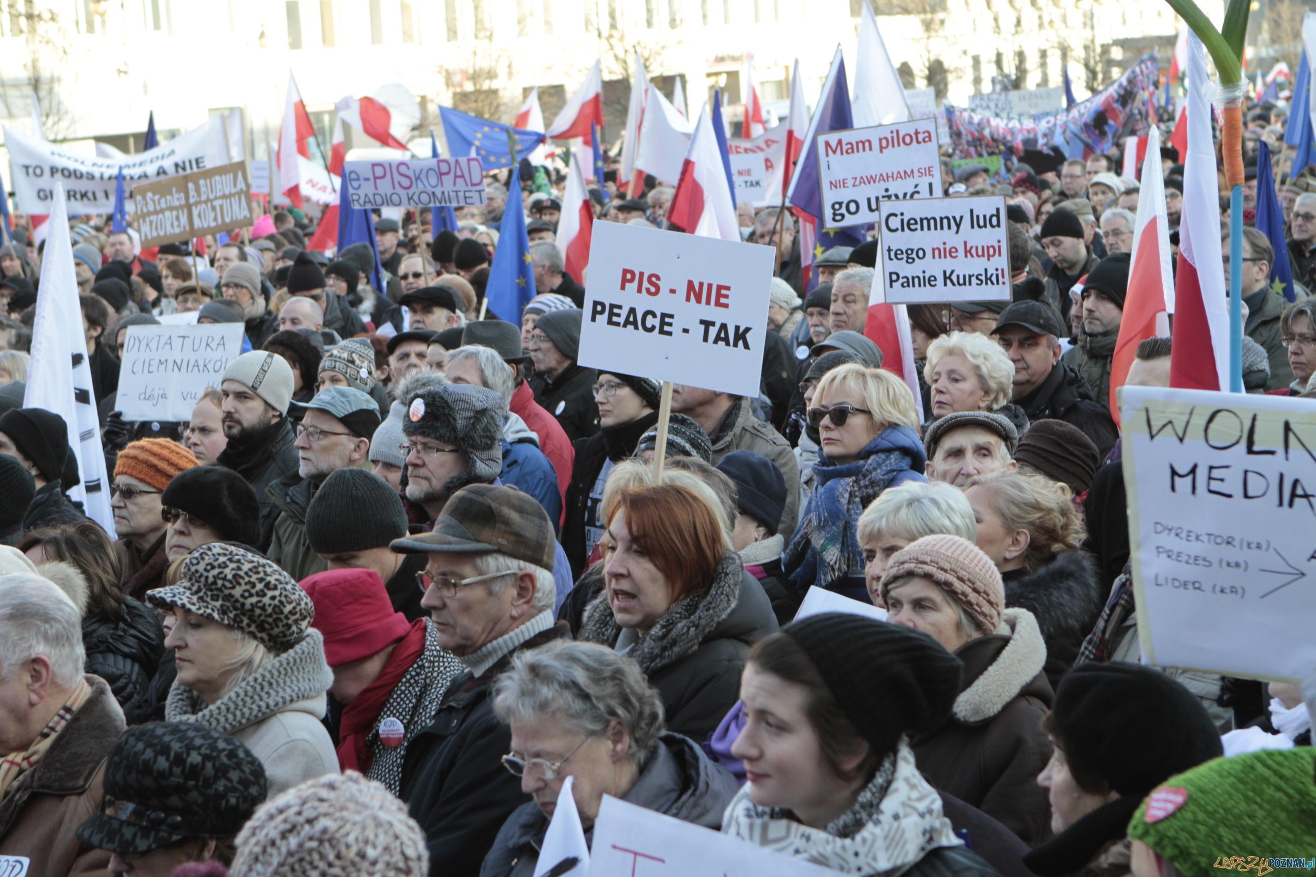 Szybka migawka - protest w obronie mediów  Foto: LepszyPOZNAN.pl / Pawel Rychter