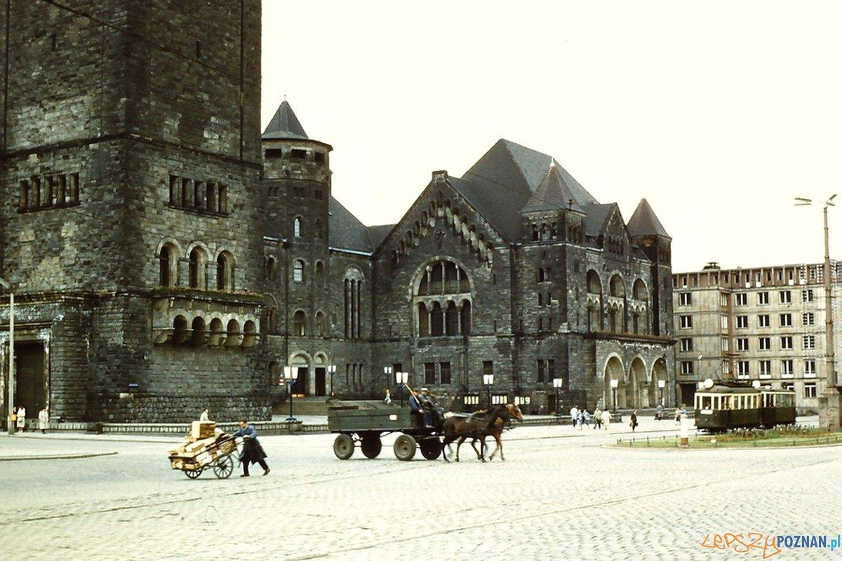 Zamek i Św. Marcin - lata 60.te XX wieku  Foto: CC