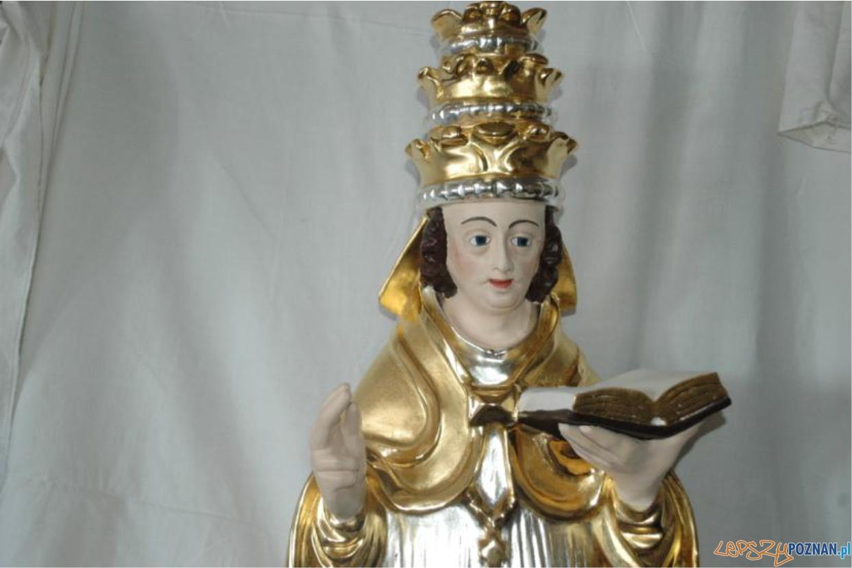 Barokowa rzeźba papieża podczas konserwacji  Foto: