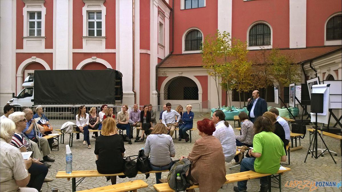 Spotkanie na Placu Kolegiackim  Foto: Tomasz Dworek