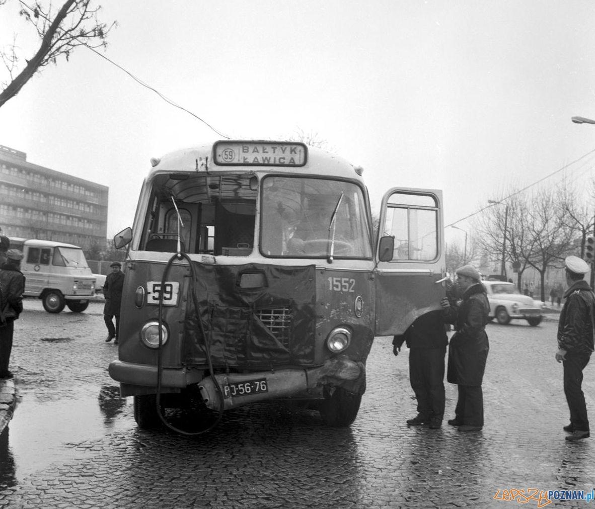 Wypadek autobusu Bukowska - Grochowska 10.04.1975  Foto: Stanisław Wiktor / Cyryl