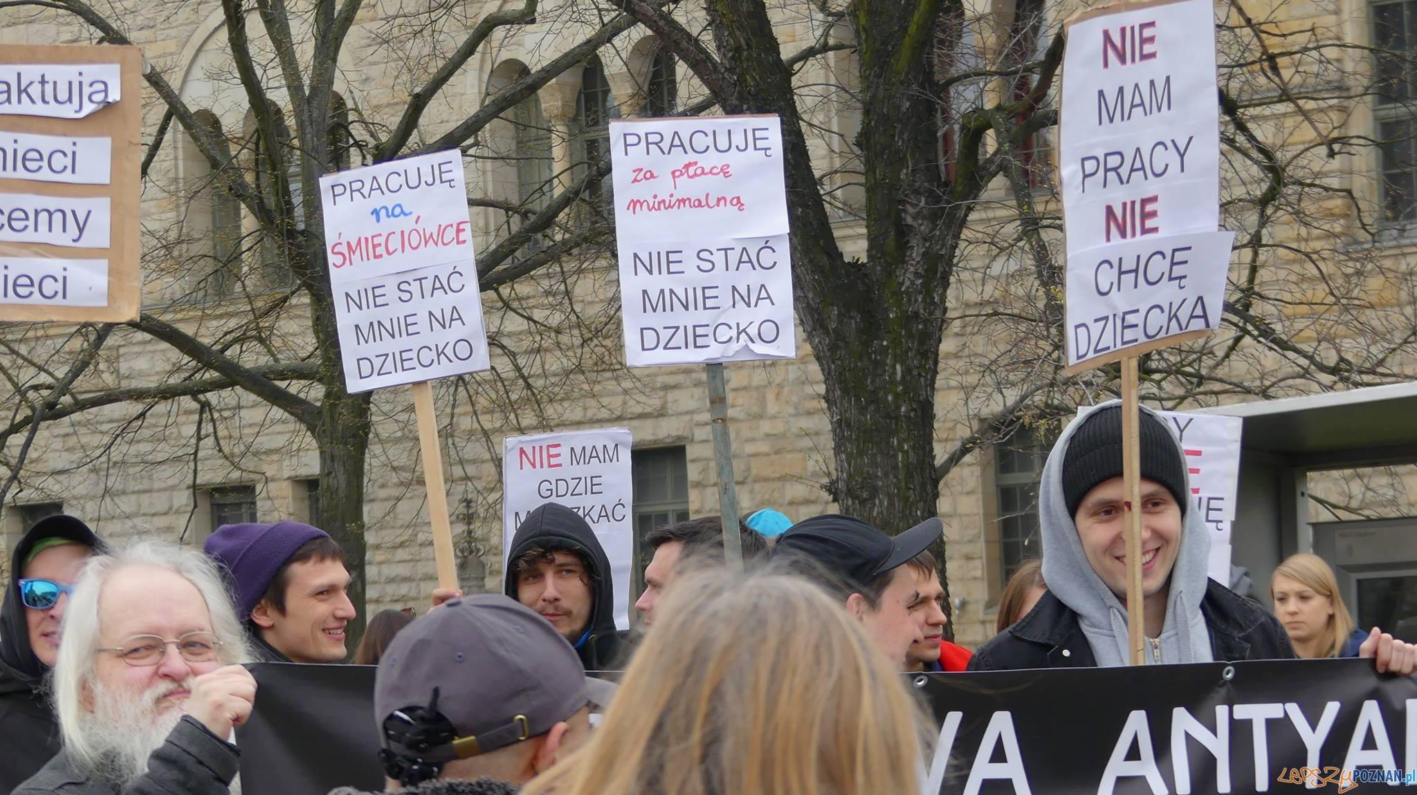 Manifestacja na Placu Mickiewicza  (4)  Foto: Agnieszka Klemińska