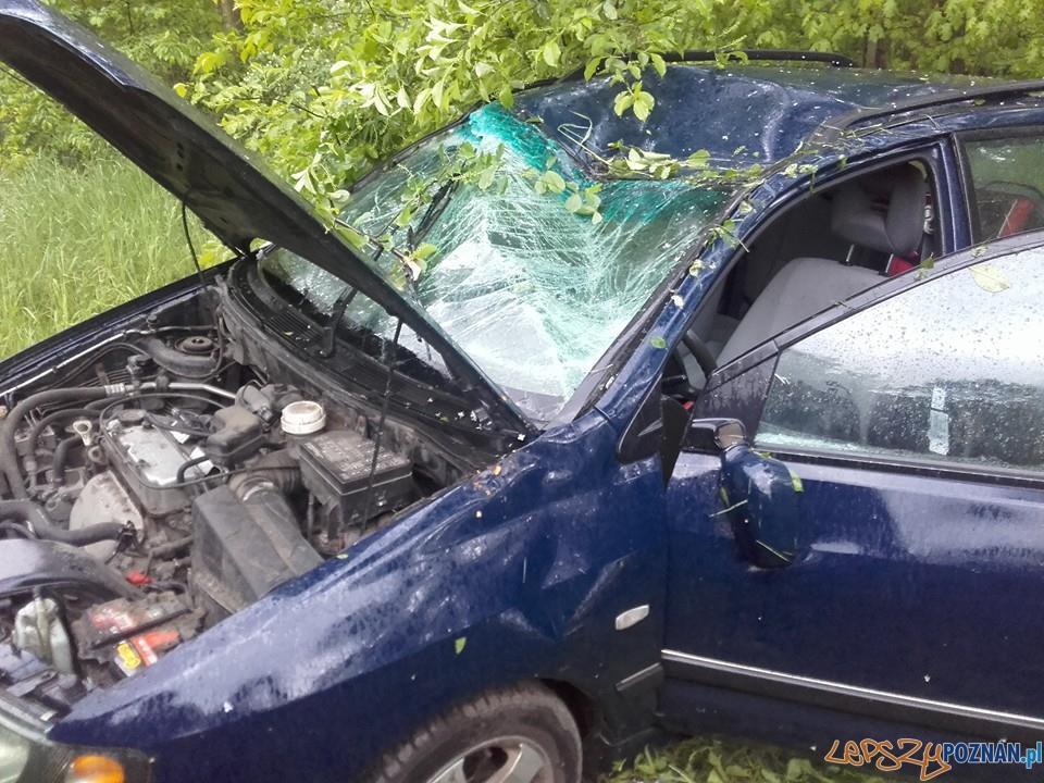 Samochód dachował na Głuszynie  Foto: EuroHol