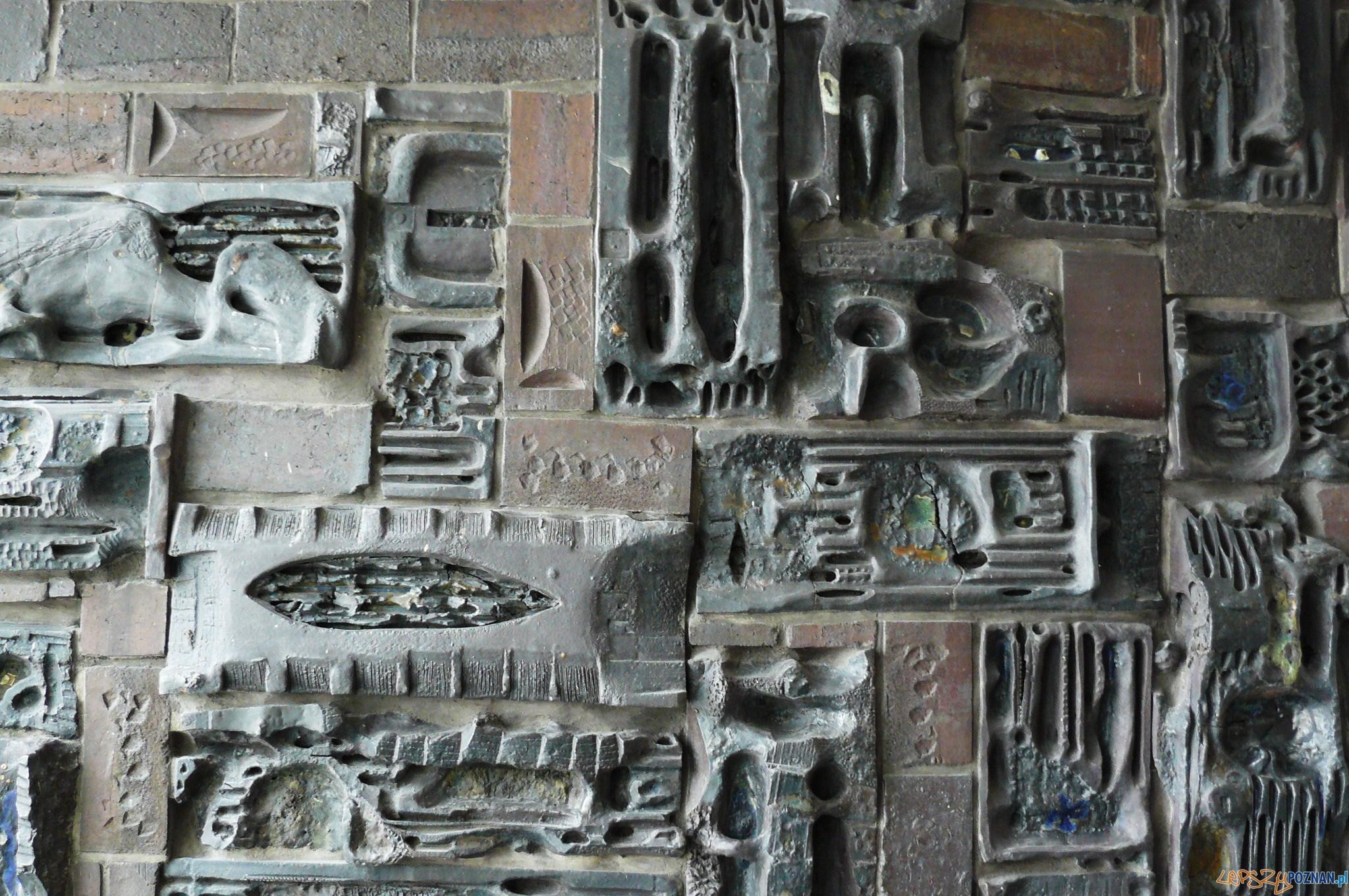 Andrzej Matuszewski, Ceramiczna Ściana Dekoracyjna - Hotel Mercure  Foto: MOS810 / wikipedia