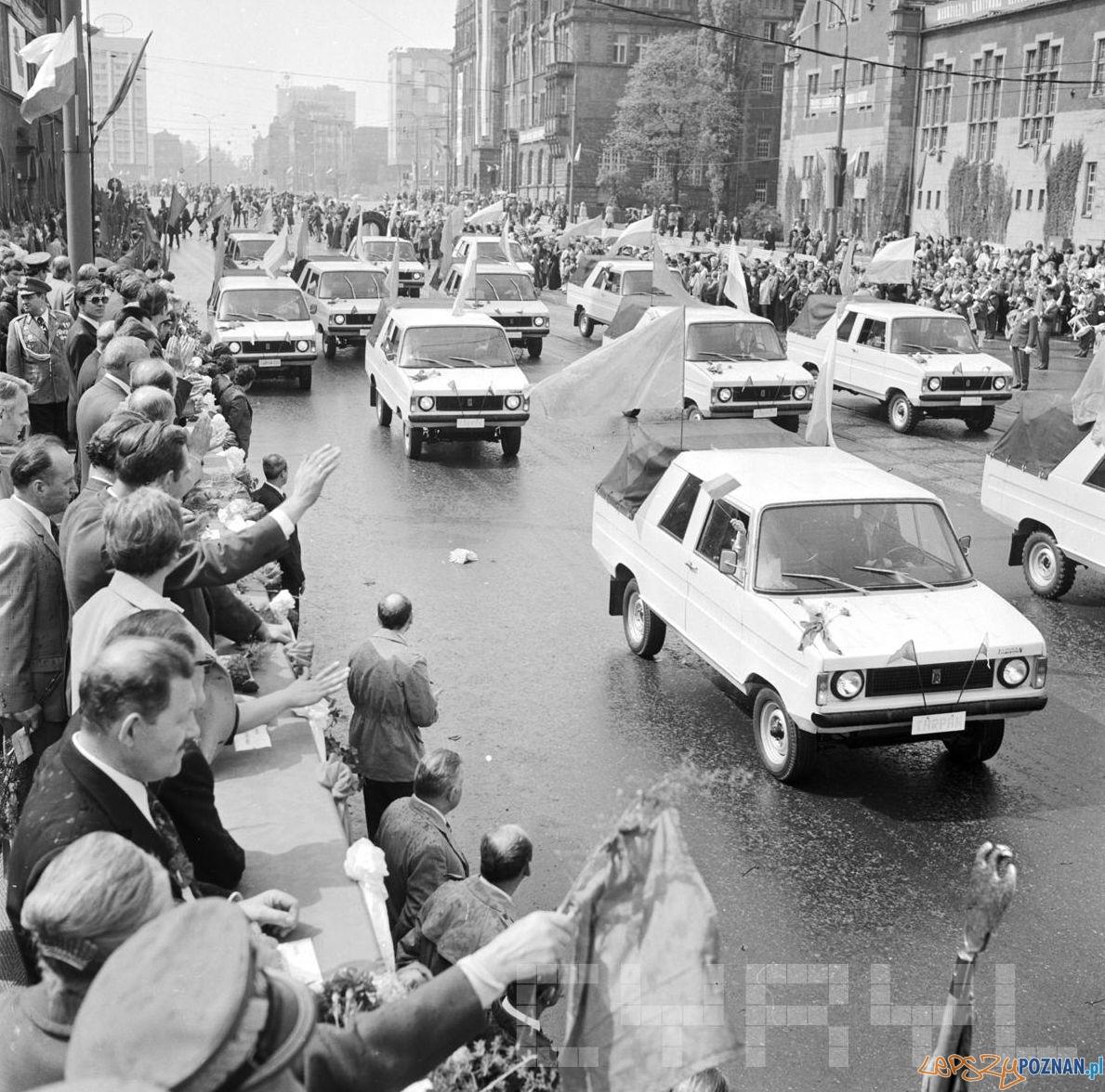 Tarpan na pochodzie 1 maja - 1974  Foto: Stanisław Wiktor / Cyryl