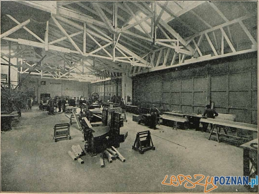 Wytwórnia Samolot -Dział stolarski. Obróbka maszynowa.  Foto: Źródło - Lotnik nr 4-5 - 1925 za: samolotypolskie.pl