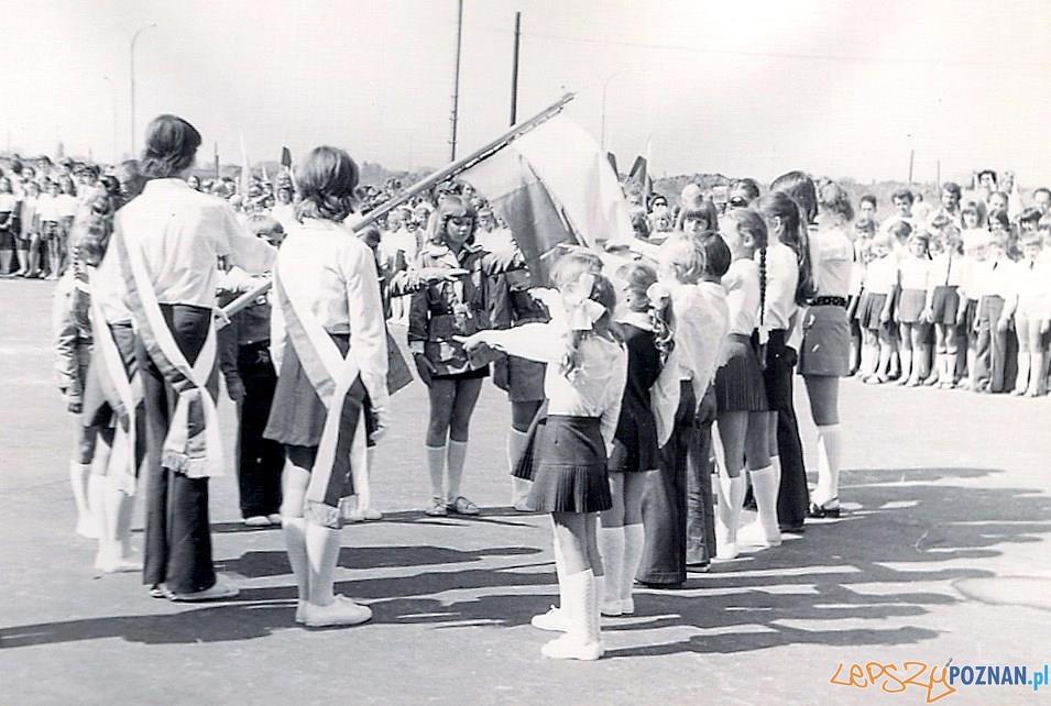 Rozpoczęcie roku szkolnego w Szkole Podstawowej nr 19 na Osiedlu Oświecenia – rok 1978
