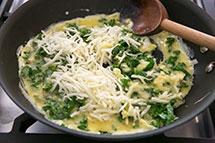 Jajecznica z pysznym jarmużem  Foto: simplyrecipes.com / Elise Bauer