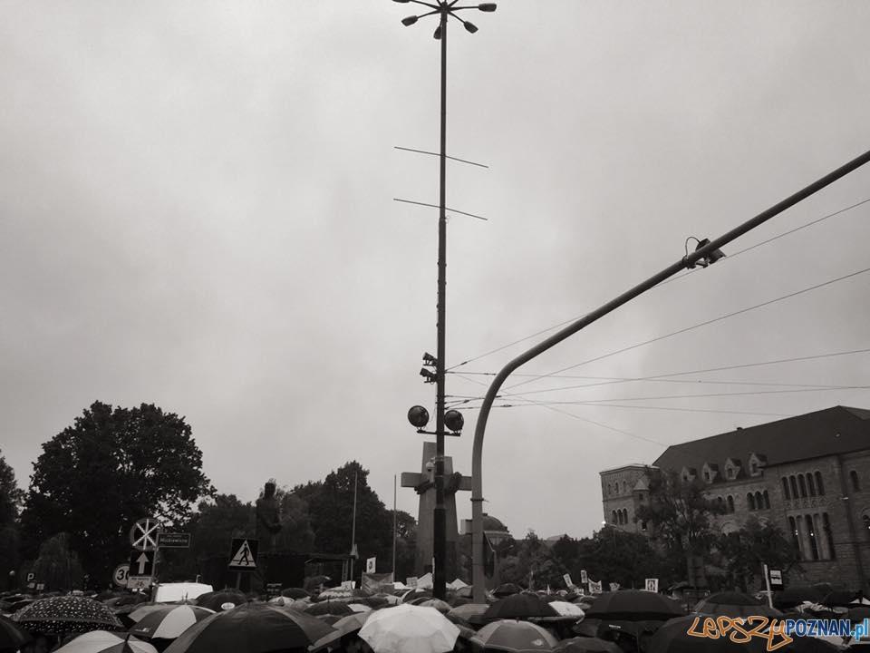 #CzarnyProtest – zablokowany Poznań  Foto: Magda
